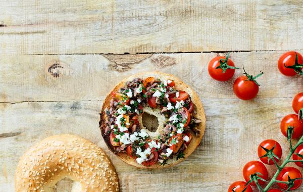 bagel, lunch, ansjovis, feta, tomaat, vis, lunch, hartig, spar.be