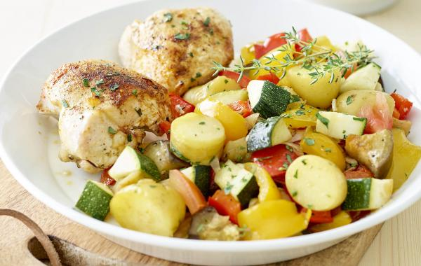 kipfilet, ratatouille, groenten, paprika, courgette, aubergine, aardappelen, tomaten, Powerfood, Healthy, Lunch, SPAR.be