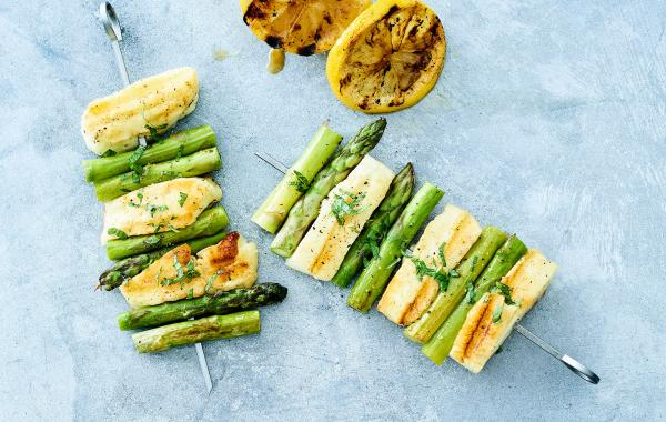 asperge, alloumi, spiesjes, sate, kaas, veggie, Vlaams, barbecue, bbq, zomer, lente, spar.be