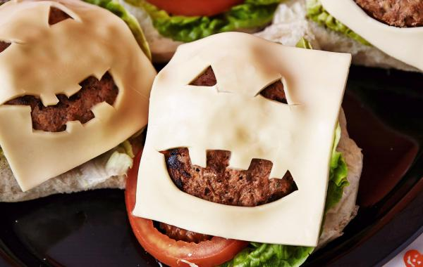 Halloween, Halloweenburgers, hamburgers, kaas, snack, fastfood, comfort food, kids, burger, spar.be